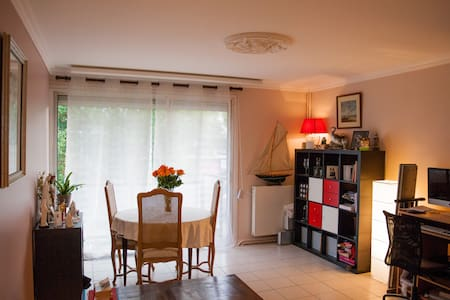 Nice room near Versailles!!! - La Celle-Saint-Cloud - Huoneisto