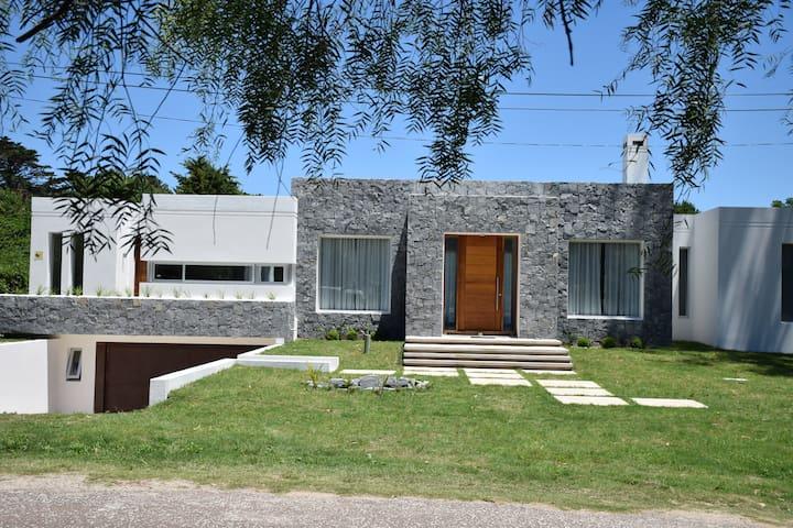 Casa Moderna en el corazon de Punta - Punta del Este - Villa