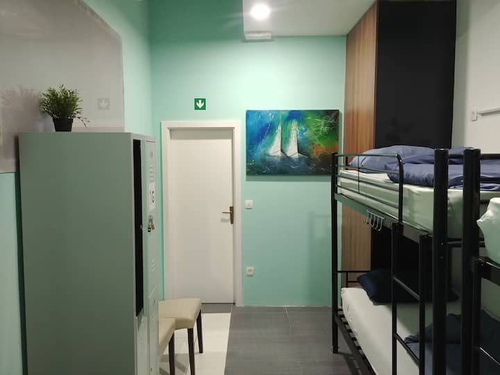 Mixed dorm room with 4 beds (Room 7)