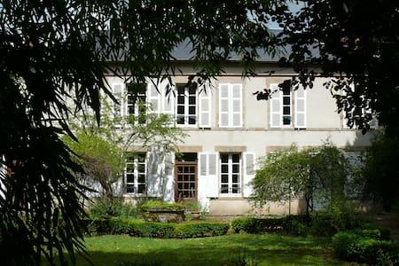 Maison de maître, grand parc - Saint-Menoux