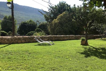 Casa Rural entera con jardín, piscina y chimenea