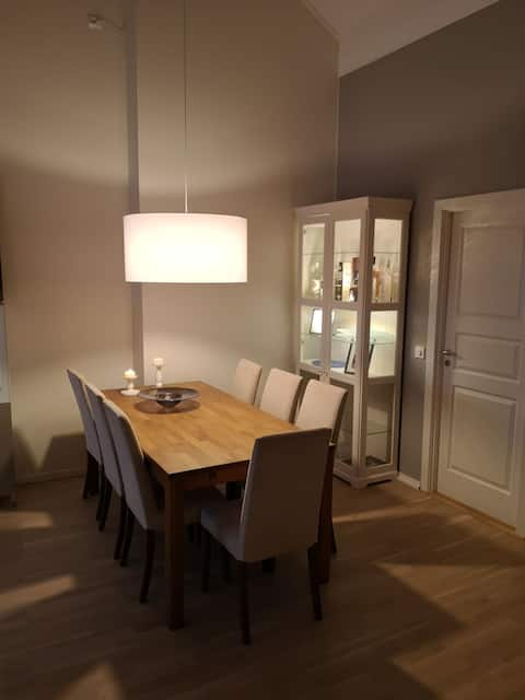 Nice apartment with 3 bedroms, 3 min walks to bus
