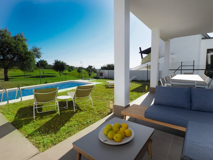2301-Luxury villa with private pool