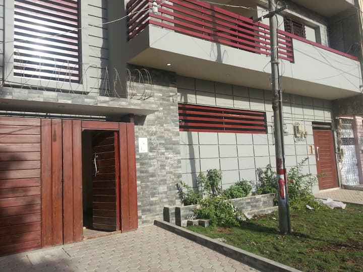 FURNISHED ONE ROOM WITH KITCHENETTE,