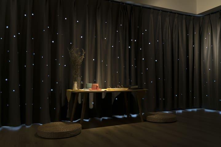 浪漫星星窗帘,拉上墙上也是满天星的感觉噢