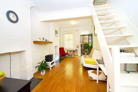 Cute 1 Bed Terrace in Darlinghurst - Darlinghurst - House