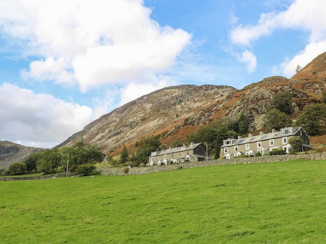 FELLVIEW, pet friendly, with open fire in Glenridding, Ref 981677
