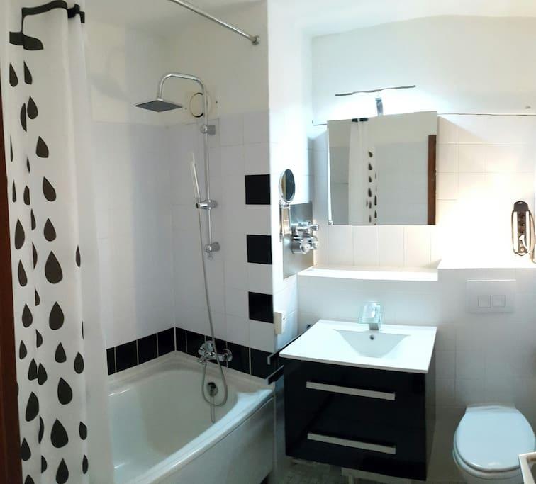 Das Bad wurde komplett renoviert
