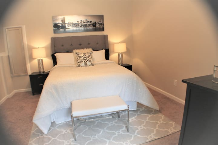Second bedroom with comfy queen size bed, modern and fun!