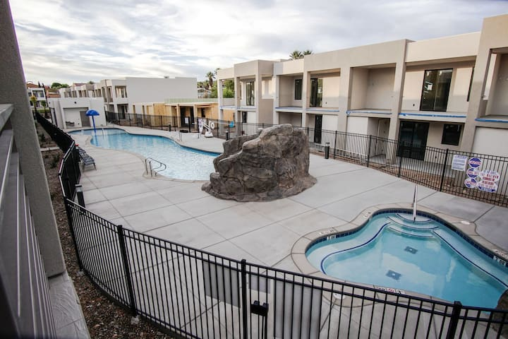 The Lofts #13 Family Escape - Pool, Park, and Pickleball