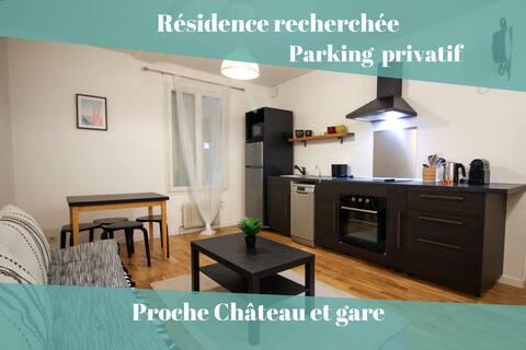 Rousseau_Plaisir – Proche gare et Château