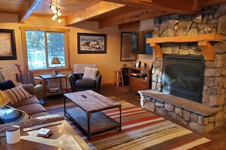 Cozy cabin w/ all amenities near water and trails!