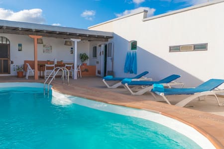 Private villa w/ Jacuzzi and pool - San bartolome - Talo
