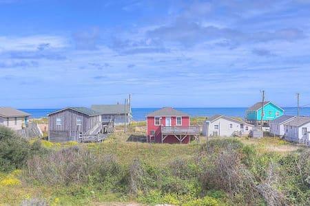 4072 Jo's Bungalow * 3 Min Walk to Beach * Pet Friendly * Ocean Views from Rooftop Deck