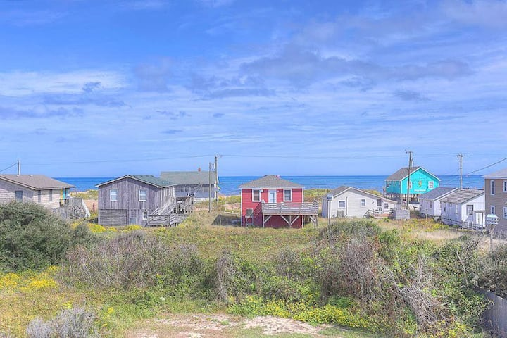 4072 Jo's Bungalow * 3 Min Walk to Beach * Pet Friendly * Ocean Views from Rooftop Deck