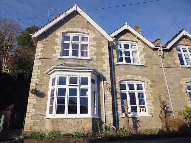 Artist's entire Victorian home - Ilfracombe - House