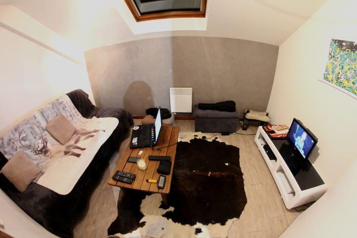 Proximité Annecy, Chambre et Bonne humeur =) - Poisy - Appartement