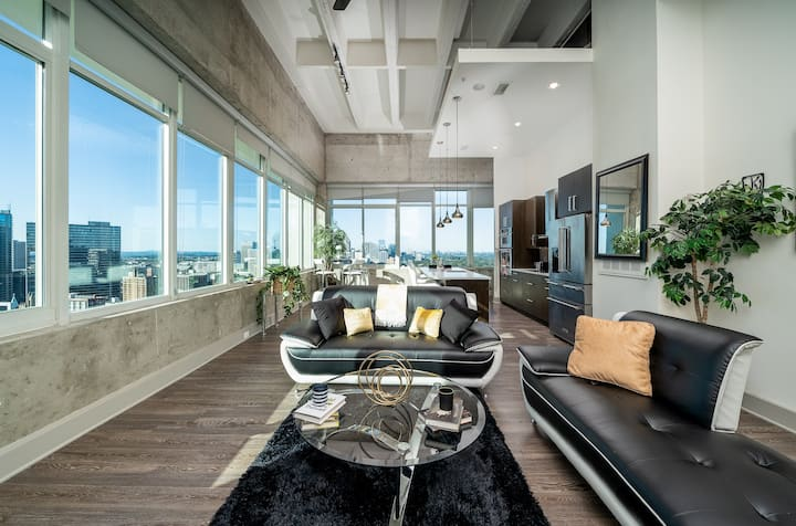 Luxury Downtown Top Floor Condo