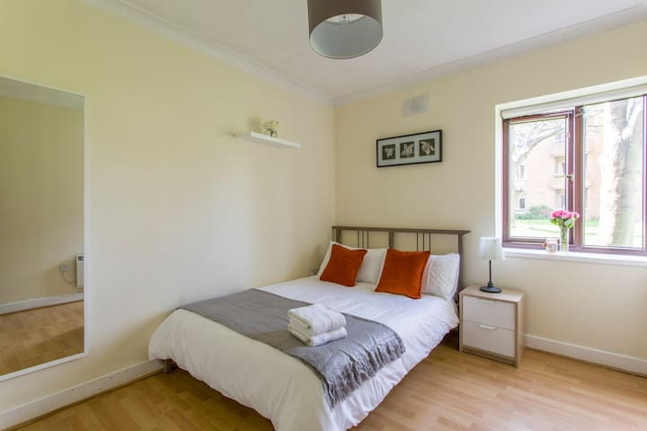 Beautiful double room 20mins from city centre - Dublin - Apartment