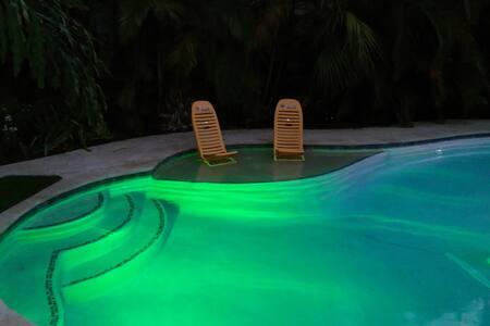 Sunshine Apartment @ Pairadice Palms - เลค เวิร์ธ - อพาร์ทเมนท์