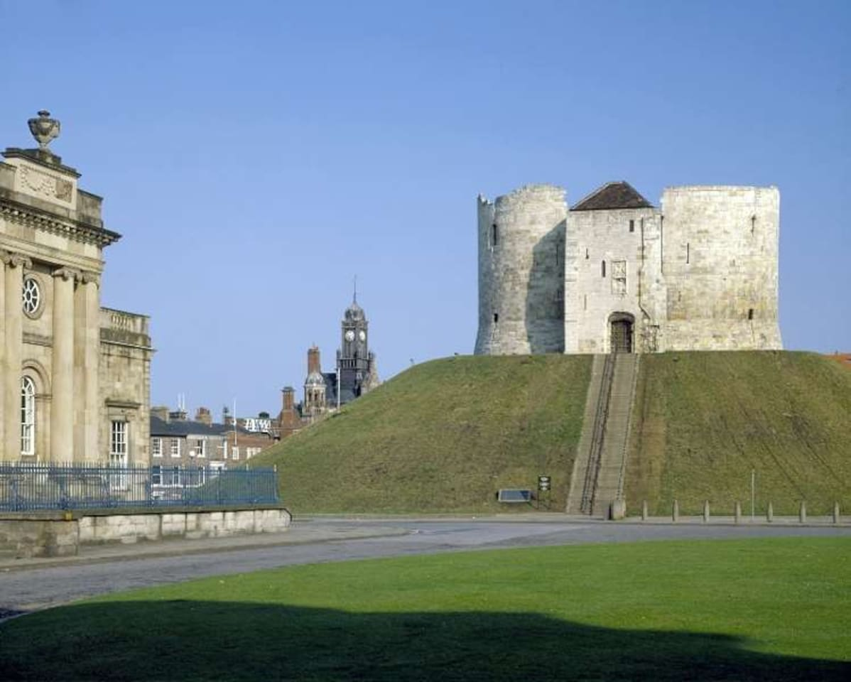 Cliffords' Tower - 5 Minutes Walk