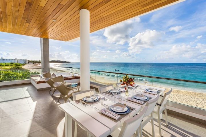 Beachfront 2 Bedroom Resort Condo with Expansive Terrace, Hot Tub & Panoramic Views