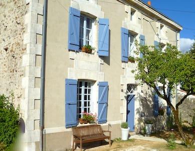 Maison Marie, Le Petit Mont - Droux - Bed & Breakfast