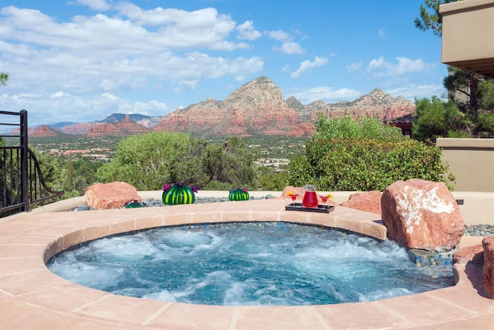 Scenic Sedona Pool & Spa-Red Rock Views- In Town Location, backing Natl. Forest