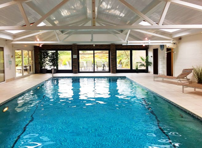 Escape to the Country - 6 Bed Home - Indoor Pool