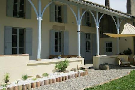 Charmante Maison et piscine - Sainte-Colombe-de-Duras - Huis