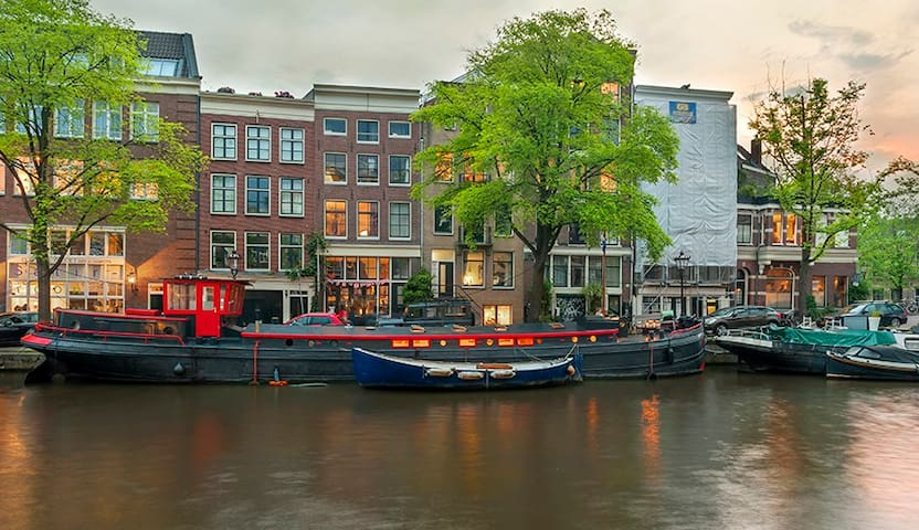 Whole houseboat in Amsterdam centre