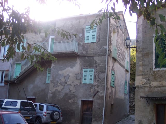 Appart étage dans maison de village - Santo-Pietro-di-Tenda - Huoneisto