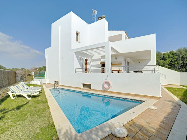 Elegant holiday home in a central location, 500 meters from the sea – Casa Montevela