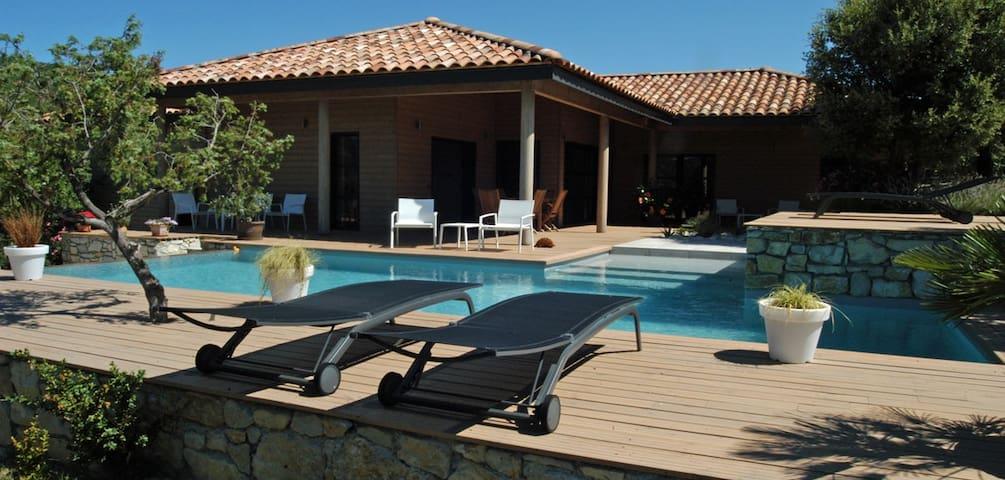 Chambre d'hôtes avec piscine - Saint-Maurice-d'Ibie - Aamiaismajoitus