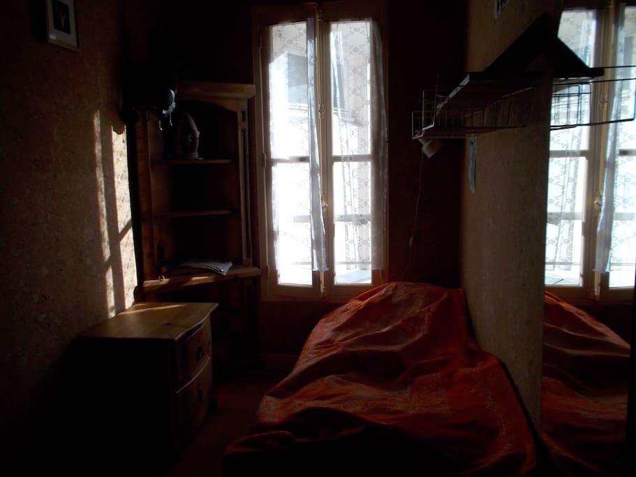 Paris centre historique chbre simpl appartements louer for Reglement interieur immeuble locatif
