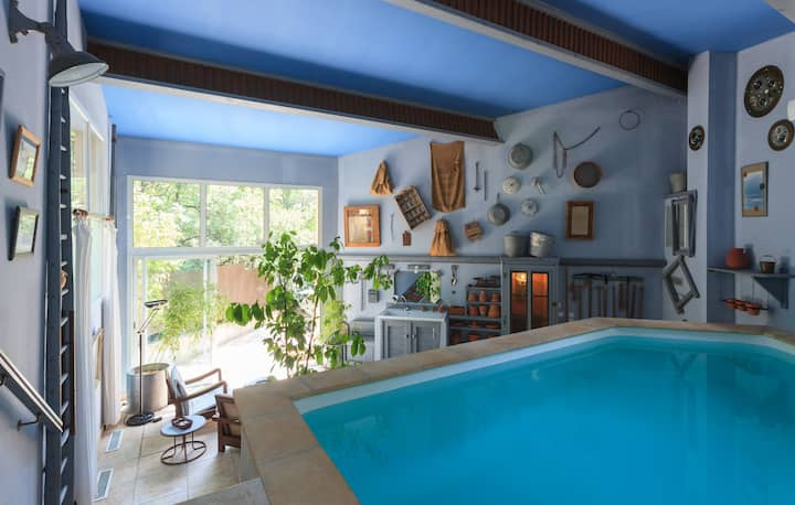 Charming Lodge with privat heated pool