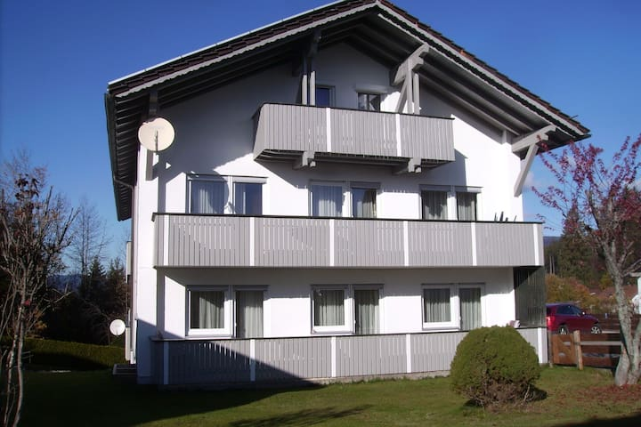 Spacious holiday apartment in the southern Bavarian Forest with balcony