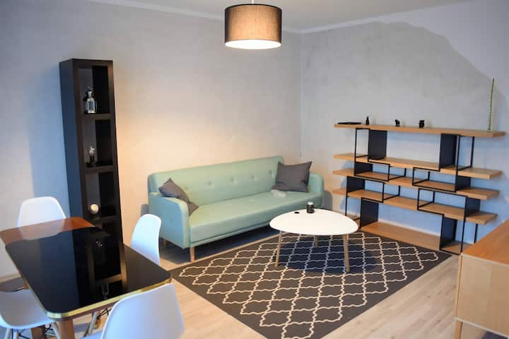 Messenahe helle 2-Zimmer-Wohnung mit Balkon