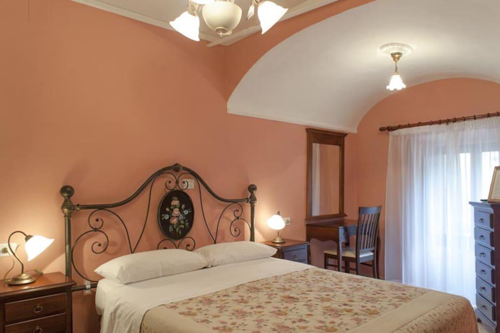 La stanza rosa b b casa dei nonni pernottamento e for Decora la stanza delle winx