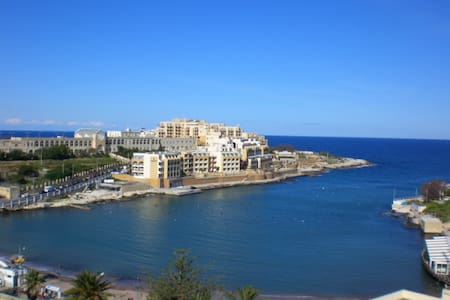 Luxury 3 Bed Retreat in Swieqi - Walk to the Beach - Swieqi