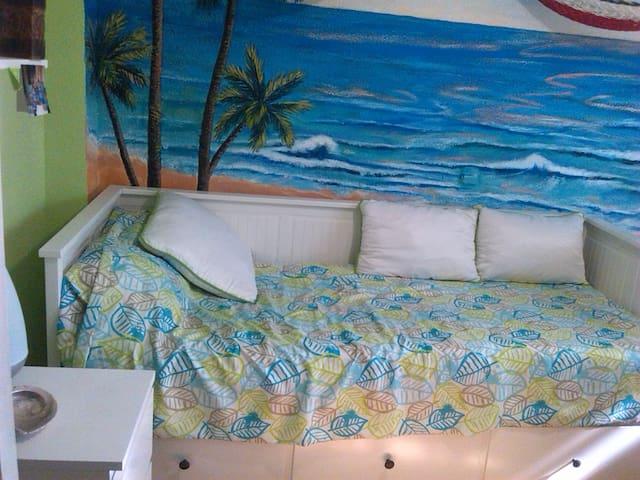 Habitación cama doble - Pozuelo de Alarcón - House