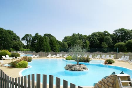 Beautiful Holiday Home with Pool, BBQ, Garden, Deckchairs