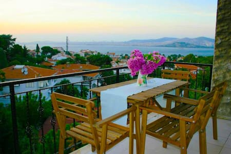 DENİZ MANZARALI HAVUZLU 3+1 DAİRE - Adalar - Apartamento