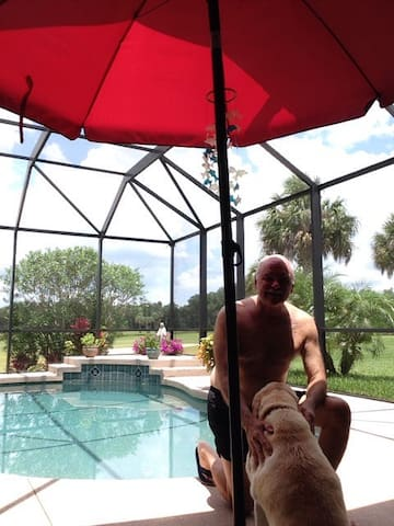 Country Club home on golf course, private pool, barbecue area, close to St Pete, Sarasota