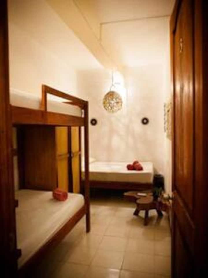 Habitacion cuadruple @Mahasand Hostel