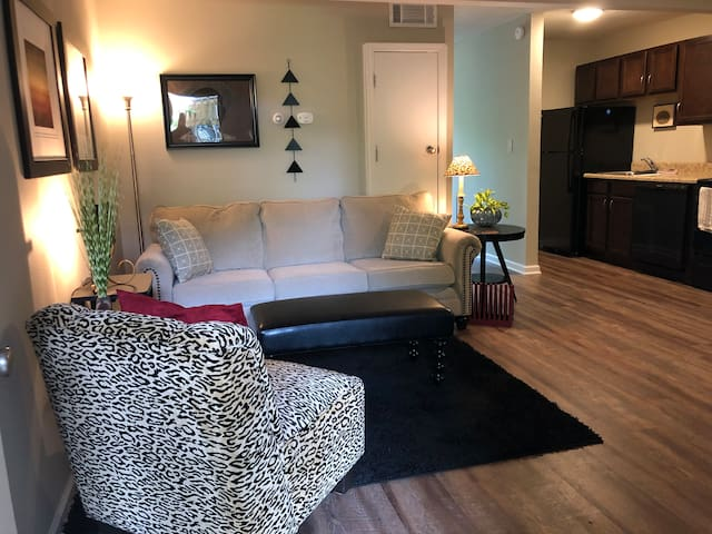 Great 1 bdrm./1 bath in Central Columbia