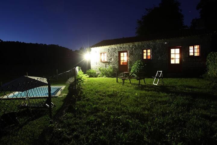 O jardim numa noite de verão