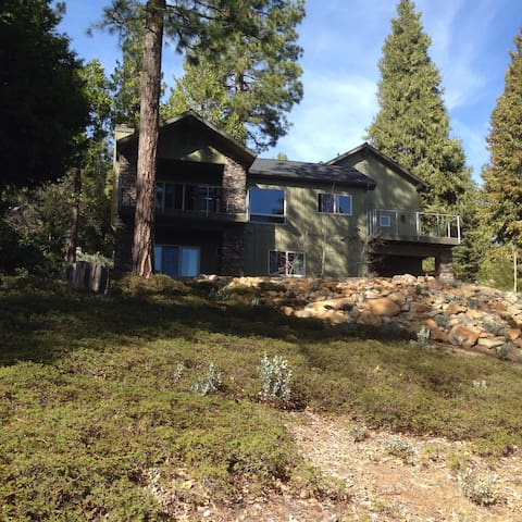 Tranquil Treehouse in the Sierras - Shaver Lake - Casa