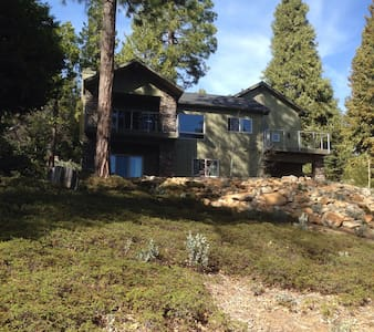Tranquil Treehouse in the Sierras - Shaver Lake - Hus