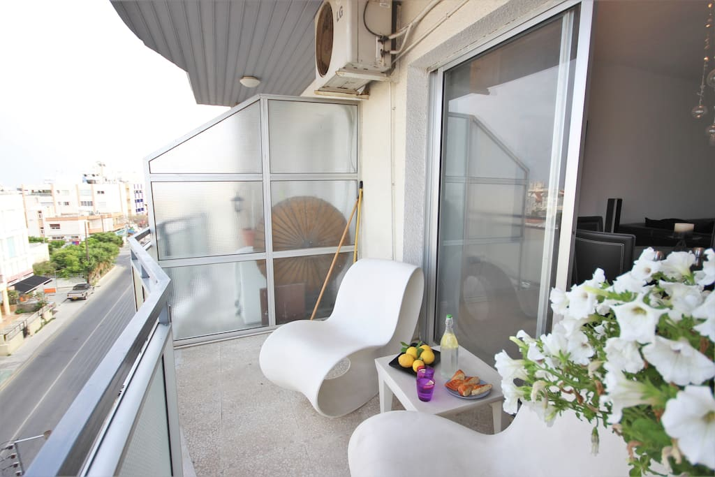 Cool, modern and comfortable 3 bedroom apartment in the heart of Limassol. Free wifi.